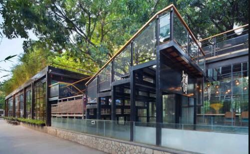 Steel studio building